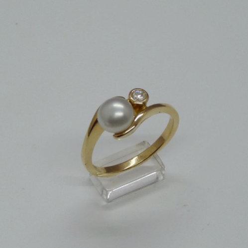 18 carat Keshi & Diamond Ring