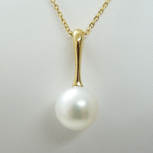 18ct Cultured Pearl Drop Pendant