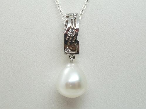 18ct White Gold Pearl & Diamond Pendant
