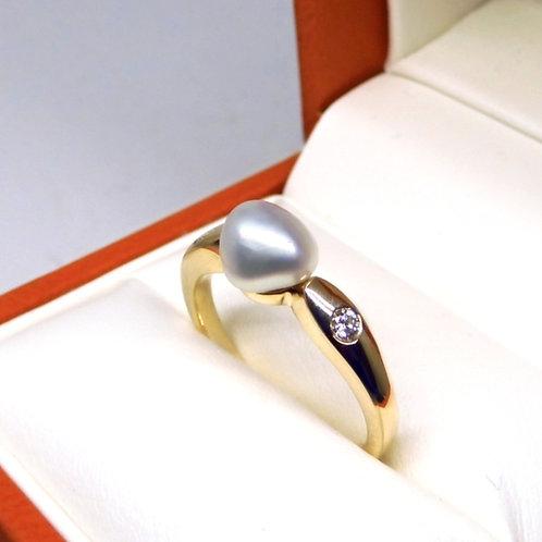 9ct Gold, Keshi & Diamond Ring