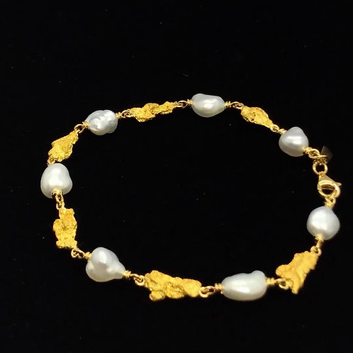 18ct yellow gold natural Nuggets and South sea Keshi hand made Bracelet