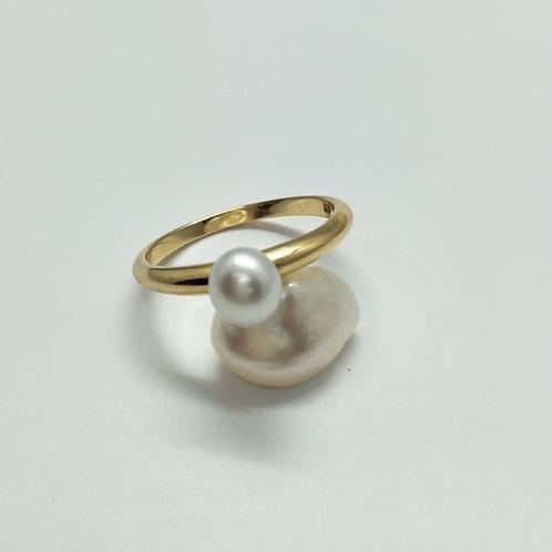 18ct Fine Band Keshi & Gold Ring