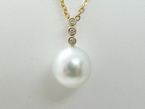 18ct Cultured Pearl & Tri-Diamond Pendant
