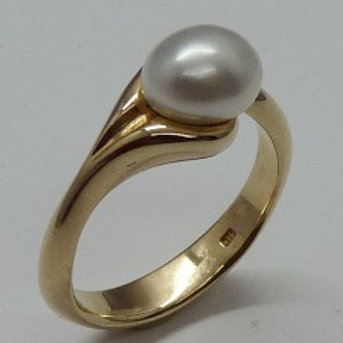 Keshi & Pearl Flow Ring