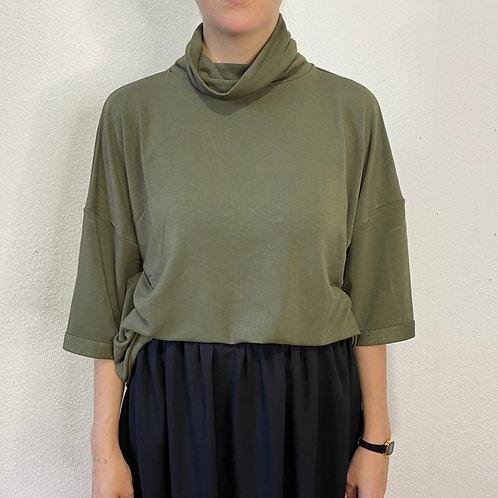 Blusa gola alta verde cedro
