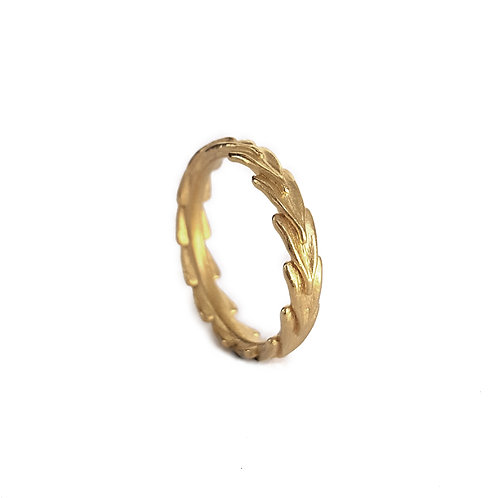 JO POND- Shepards's Purse Seed Top Ring in 9ct red