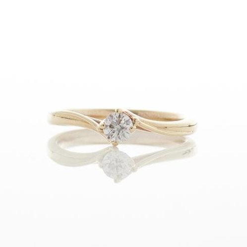 YEN- Solitaire Diamond Twist Gold Ring