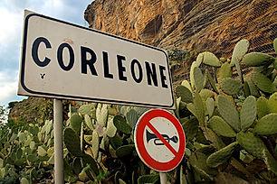Corleone.-Ingresso-con-cartello.-Foto.jp