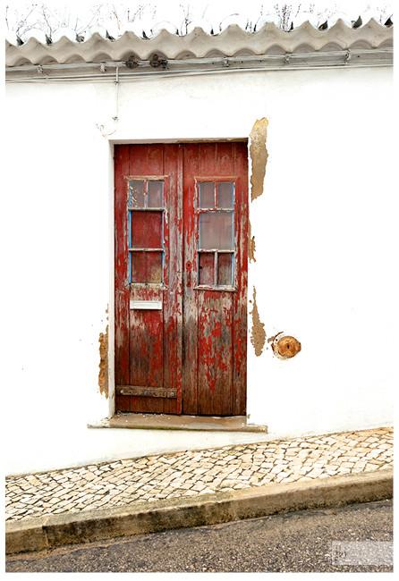 alte Tür, rote Tür, Holztür, Tür am Hang