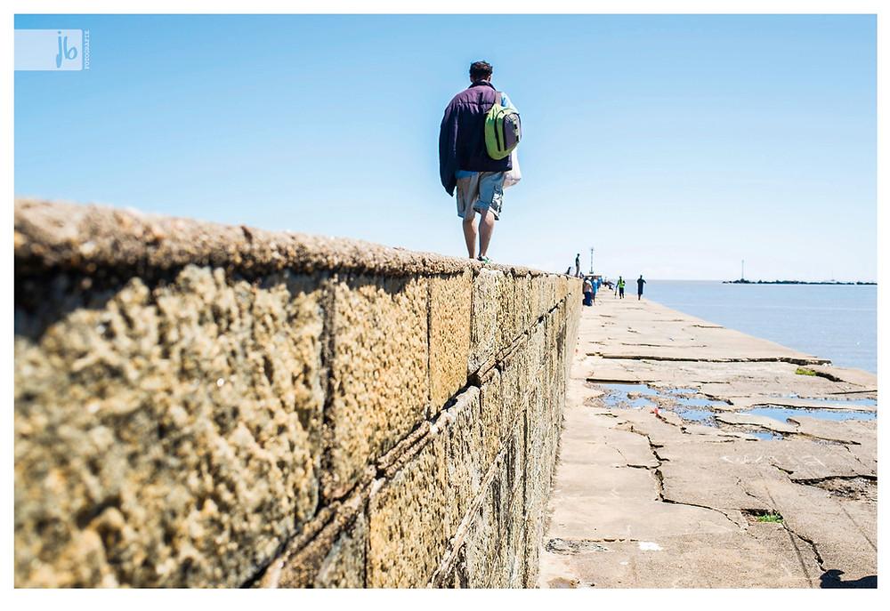 Montevideo mann auf Mauer, Montevideo, Uruguay