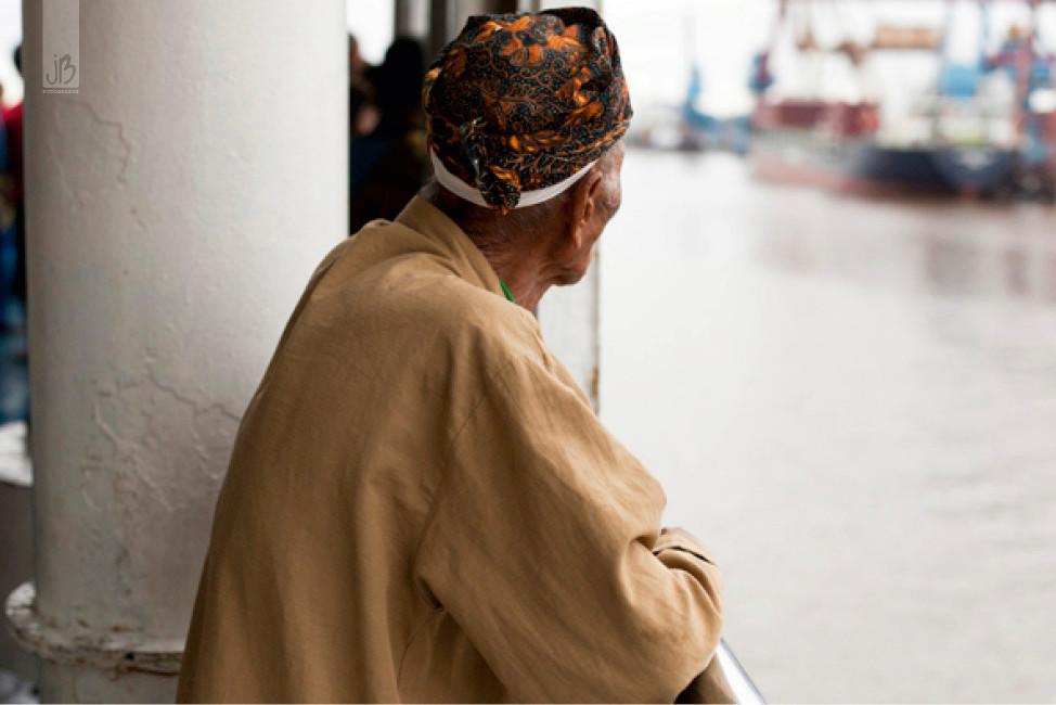 alter Mann, Indonesien, Schiff Java sea