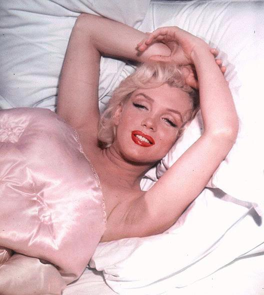 Marilyn-Monroe-bed