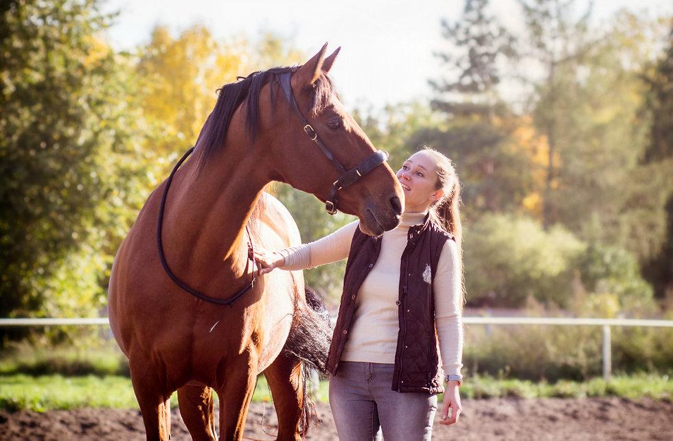 Sarah_Piorkowsky_coaching_mit_Pferd.jpg