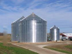 Sukup-stiffened-grain-bins
