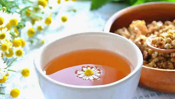chilled-chamomile-tea_bags-fot-tired-puf