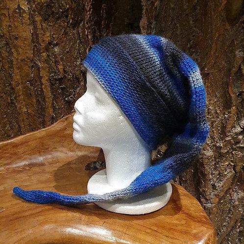 blue pointy hat winter beanie lange puntige muts blauw zwart grijs