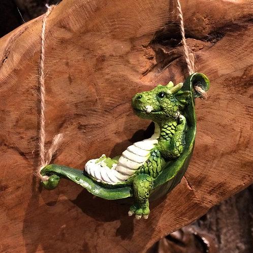 Chilling govert dragon in a leaf hammock draakje slapend in een hangmat blad beeldje