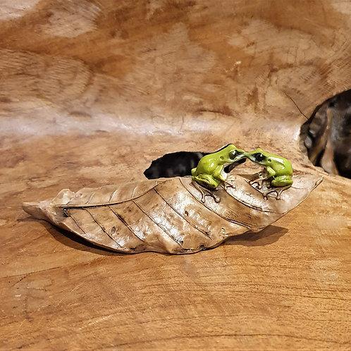 Tree Frog love fantasy leaf leaves figurine beeldje kikkers kikkertjes op blad kussen
