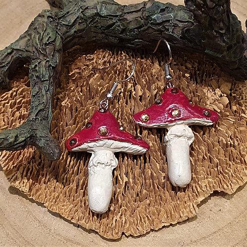 Red mushroom earrings paddestoel oorbellen rood met witte stippen
