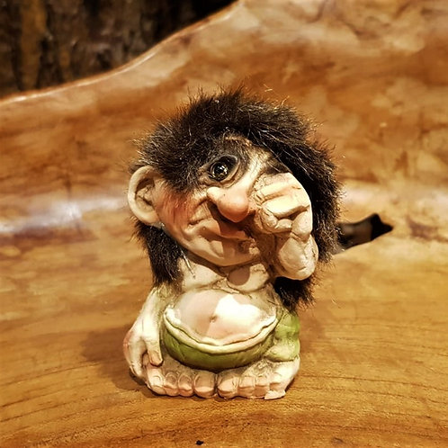 sobbing crying troll nyform norwegian norway noorse trol huilend