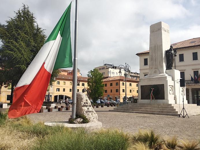 Bandeira da italia ao fundo