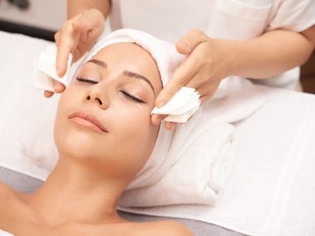 Ideas para cuidar la piel de tus clientes durante sus tratamientos de estética