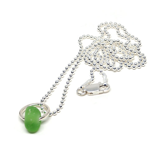 Small green chip necklace