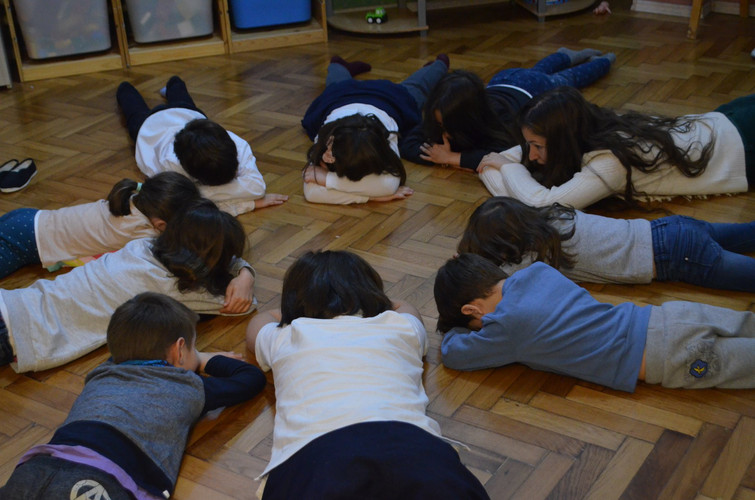 Yoga asanas for kids with Daiana Radulescu