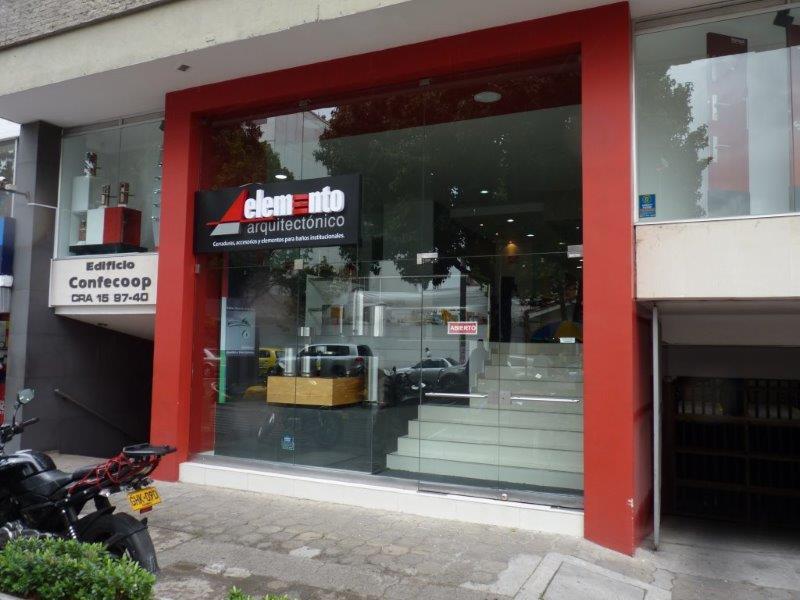 Vitrina Local Cra 15 con calle 97 Bogota