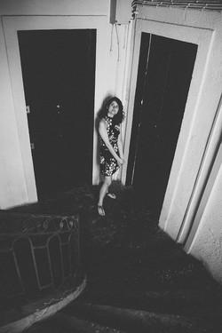 La jeune femme à l'étage