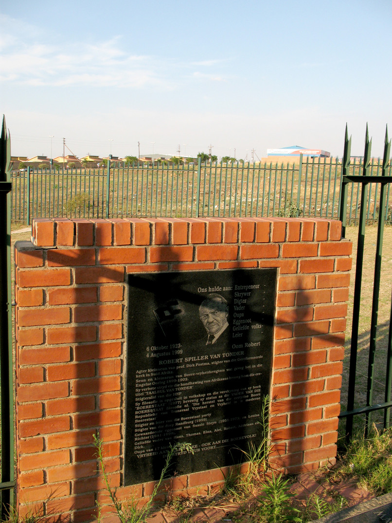 Van Tonder Grave, Cosmo City