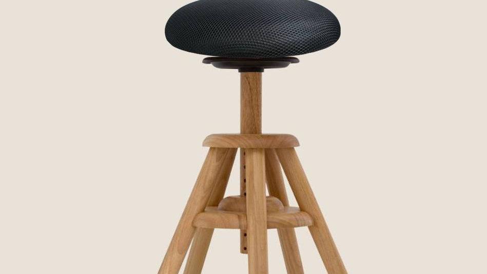 Balimopall i trä med svart, polstrad sits