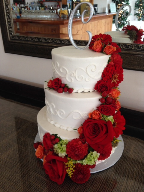 Wedding Cake Red Roses Jpg