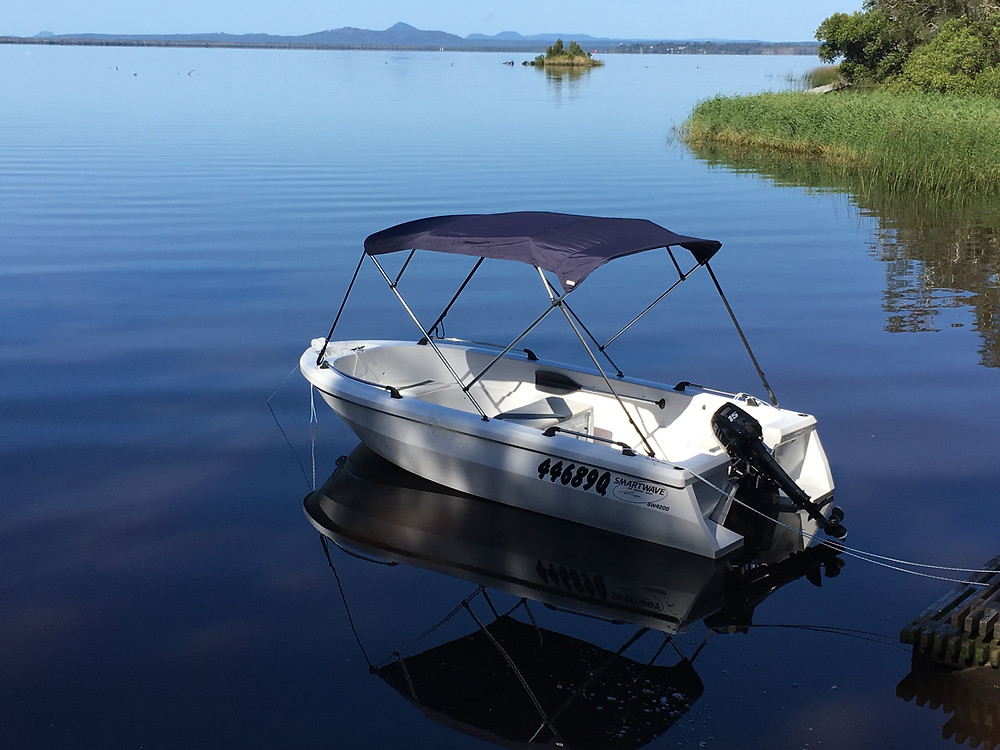 Our 4.2m SMARTWAVE boats hold up to 5 people