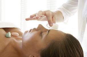 reiki-crystal-healing-women_1_orig.jpg