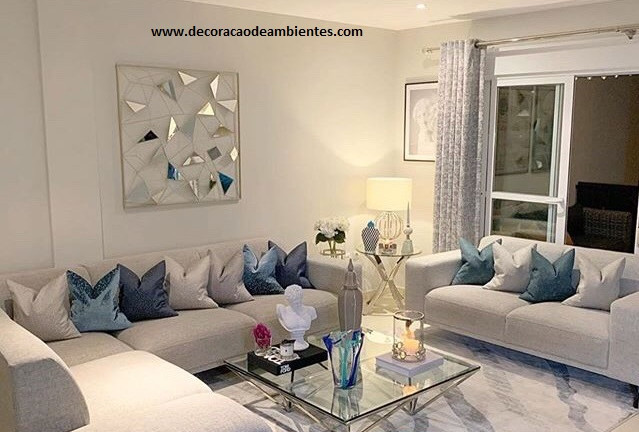 Sala de estar grande decorada simples