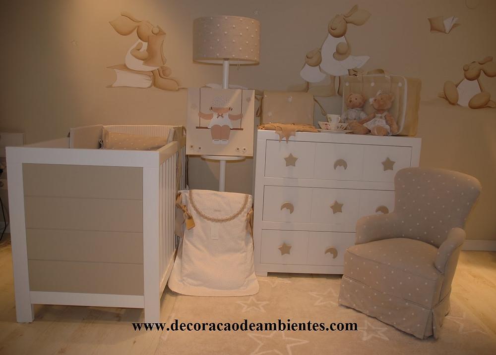 decoração quarto bebe bege com branco móveis