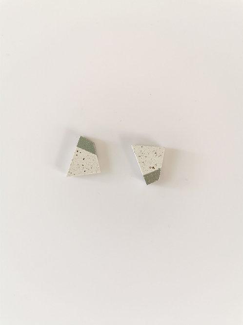 zsanettkincses // Beton kis füli fehér négyzet
