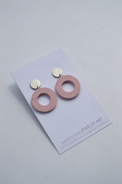 zsanettkincses // Geolo Concrete fülbevaló rózsaszín karika