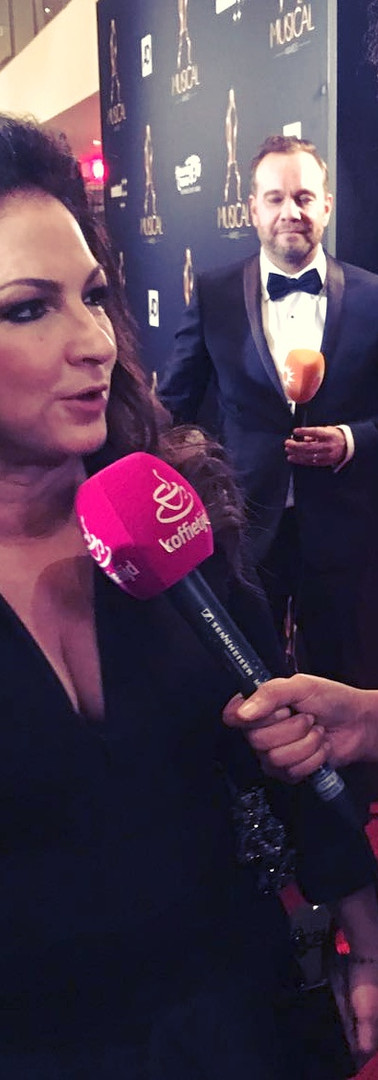 Interviewing Gloria Estafan on the red carpet right before  the Musical Awards  editor, TV Reporter - RTL Koffietijd