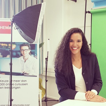On set for educational series of the HEMA in Eindhoven    Freelance Presentator - HEMA Nederland