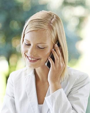Donna sul telefono