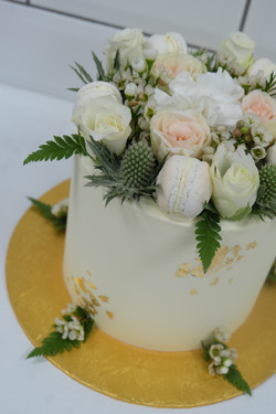 Thistle, macaron, flower, gold leaf cake