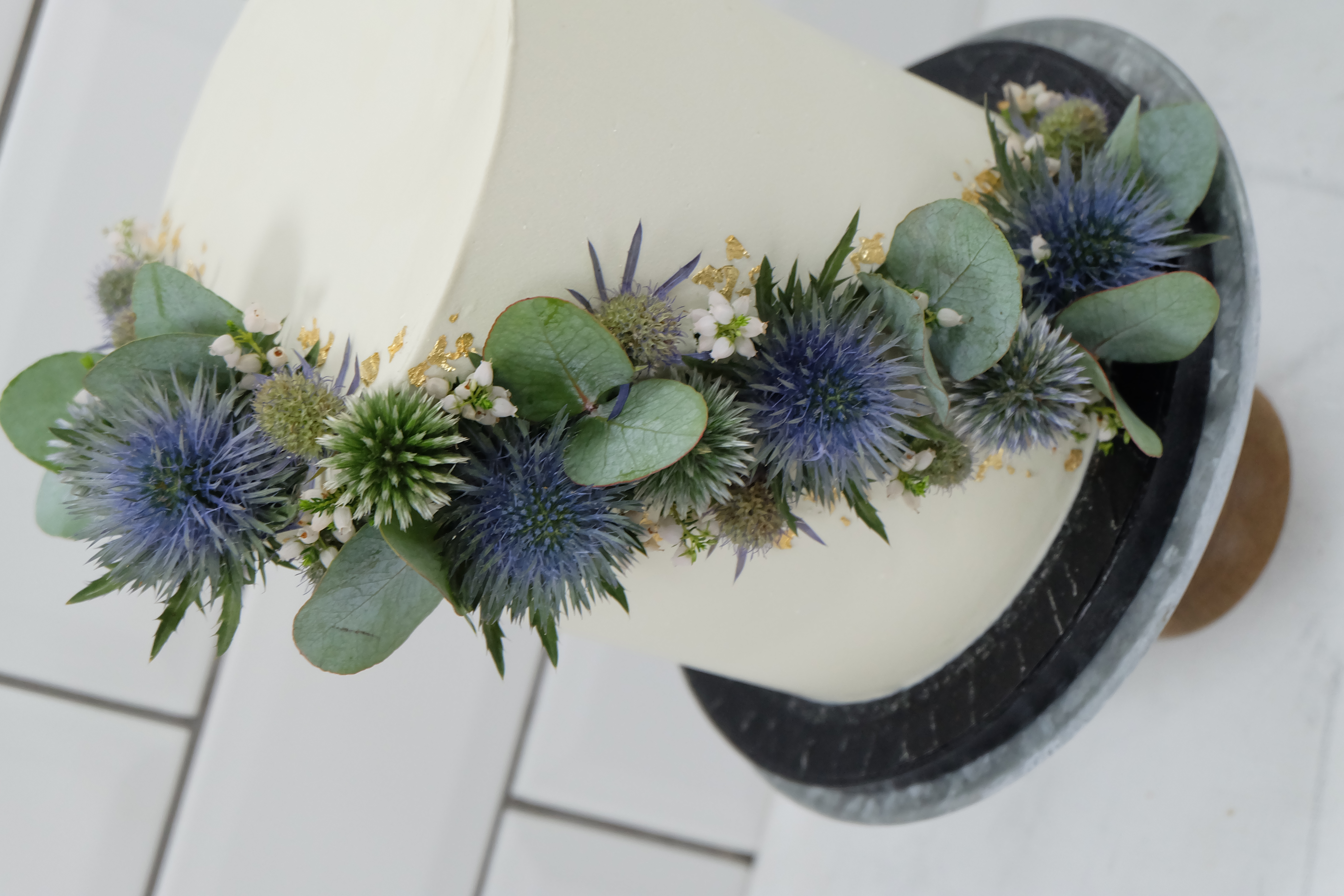 Single Tier Wedding Cake with Thistle Eu