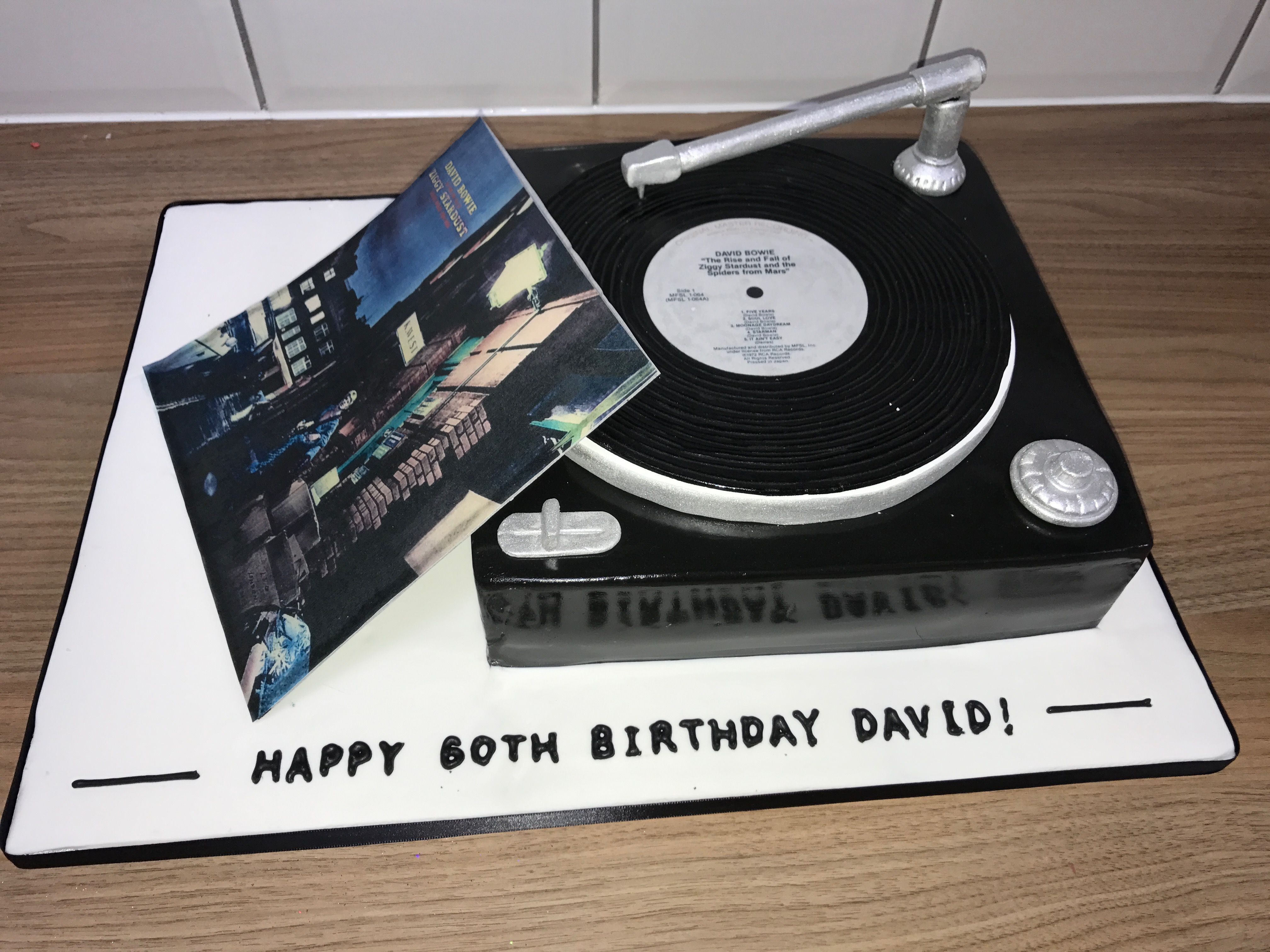 Record Player Birthday Cake 4