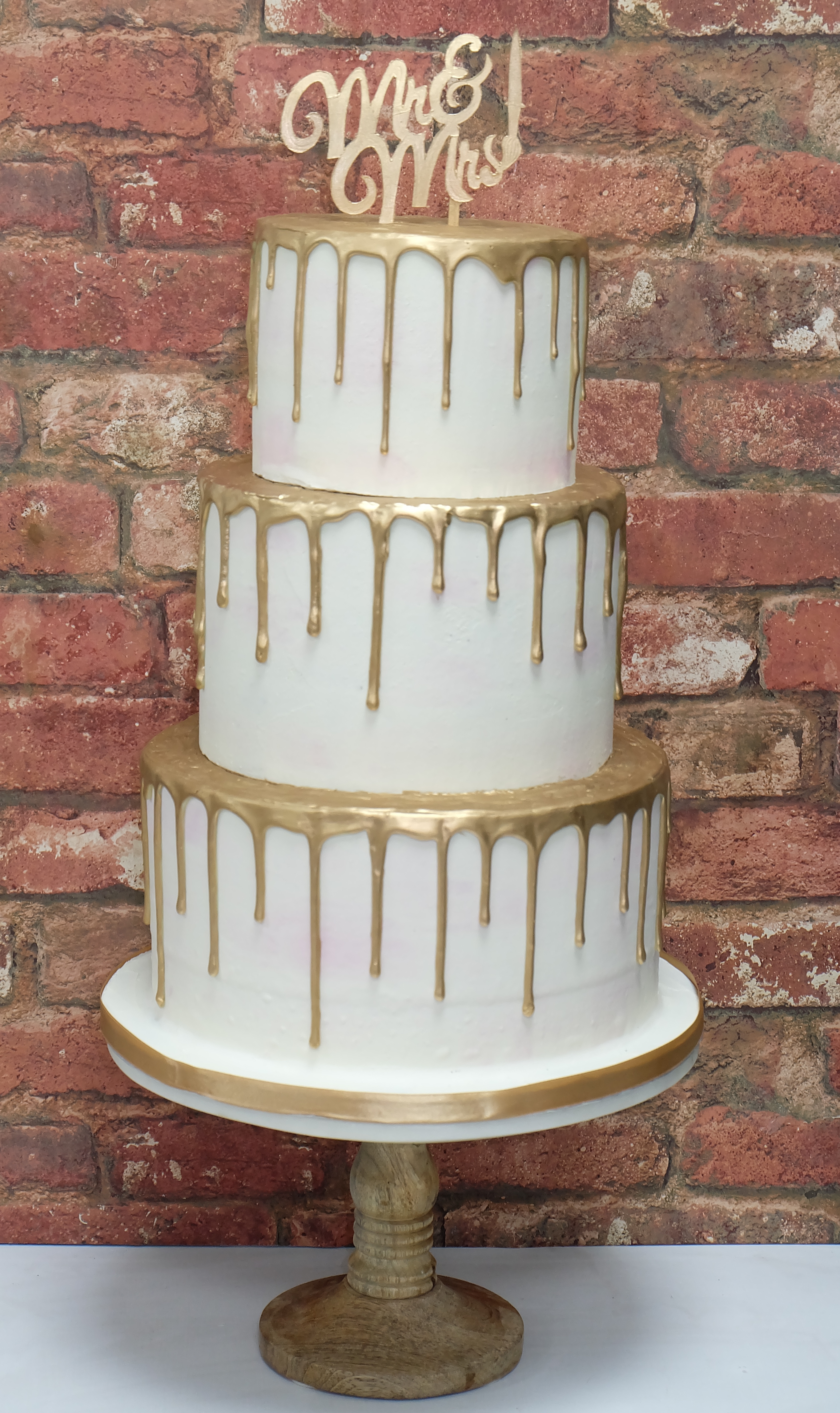 Gold Paint Drip Watercolour Wedding Cake