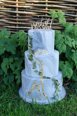 Marbled Grey Wedding Cake with Gold Detail Leaf Background