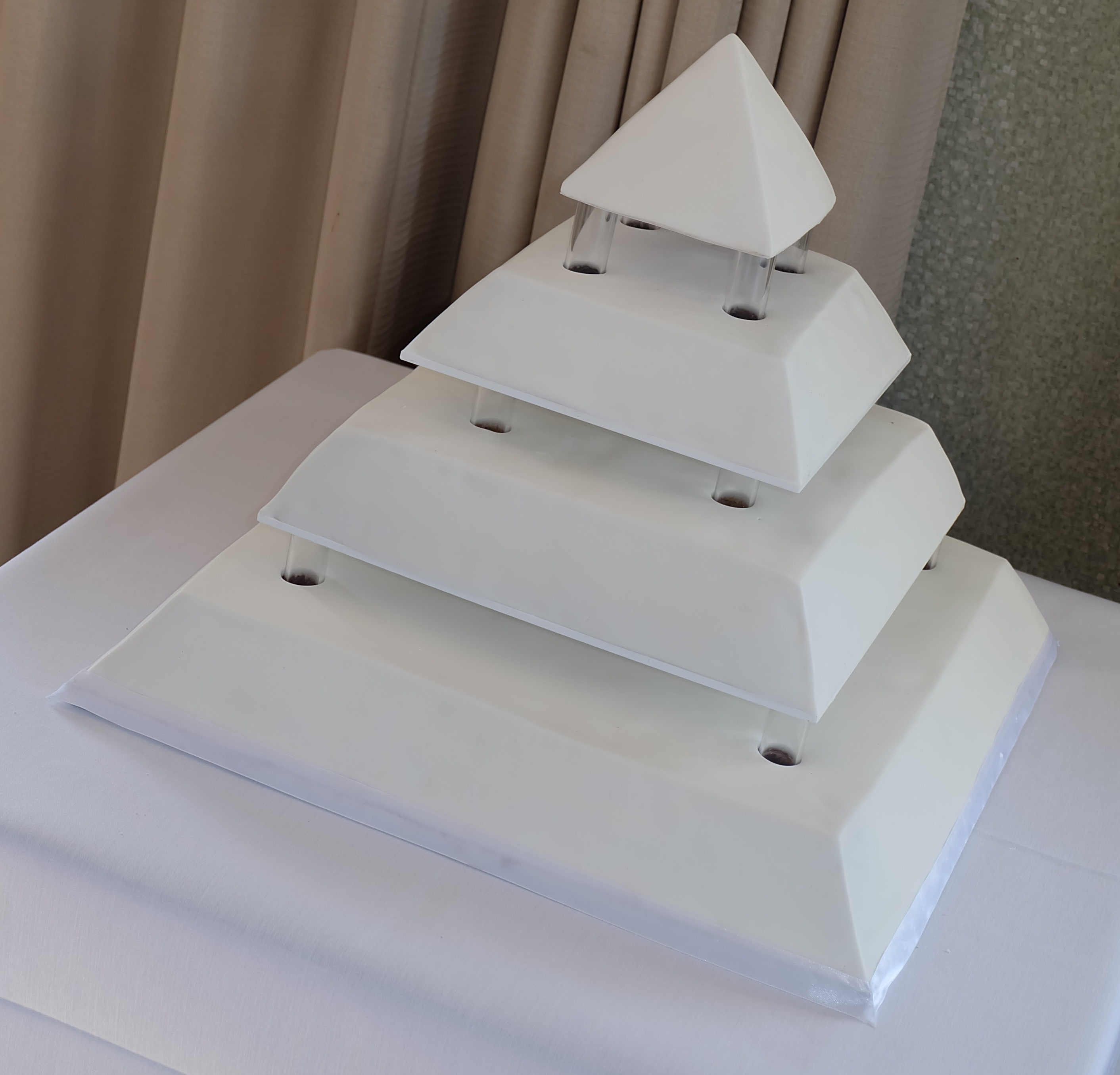 Nottinghill Pyramid Wedding Cake
