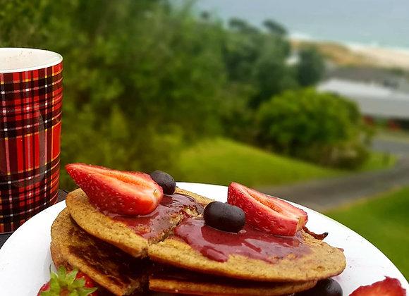 Manuka honey with organic blackcurrant, super food, multivitamins, vitamin B6, B1,