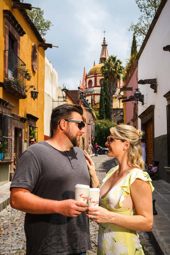 twins cheers San Miguel de Allende